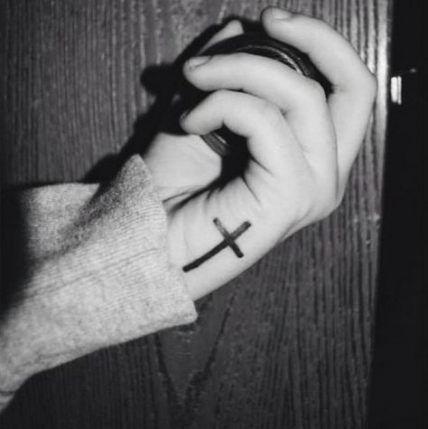 52+ Trendy Tattoo Small Hand Crosses