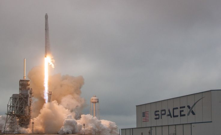 Elon Musk promised some SpaceX news today, and it looks like it just made its way out: the company is going to send two people on a trip around the moon. But..