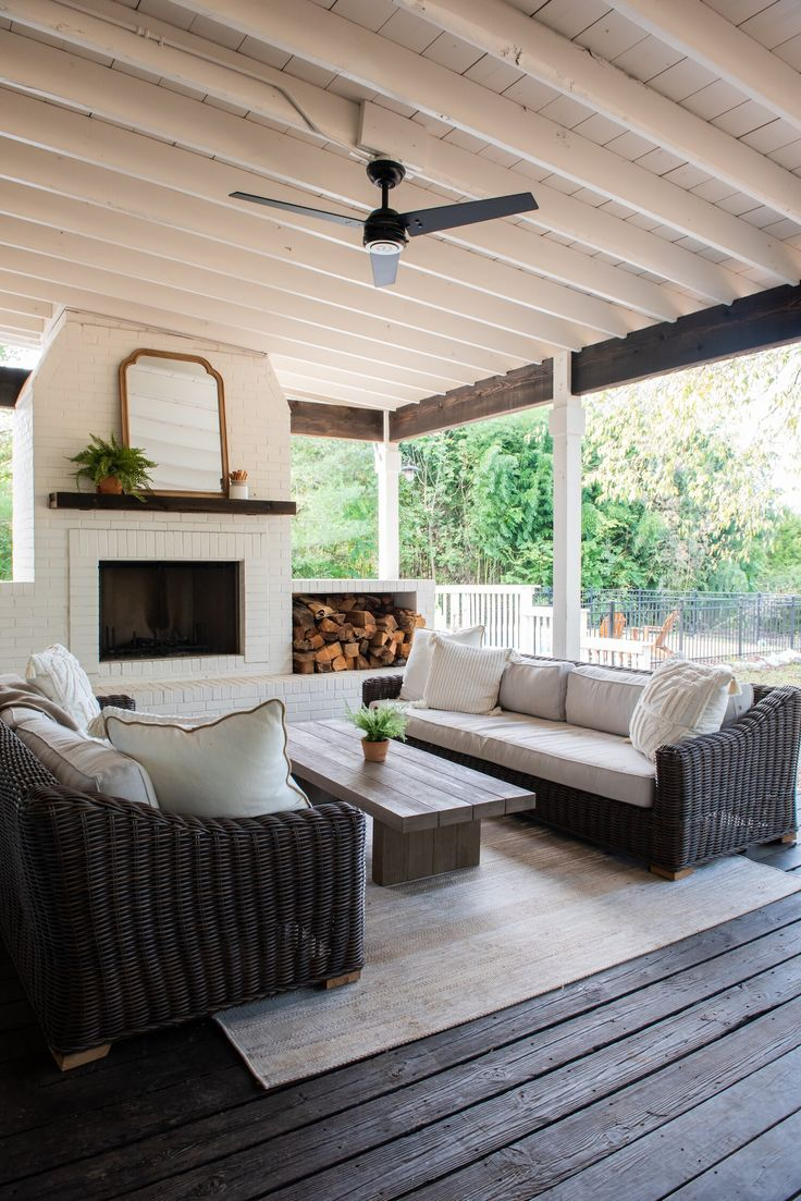 Southern Living, Patio Design, House Design, Garden Design, Screened Porch Designs, White Porch, Outside Living, Outdoor Rooms, Outdoor Patios