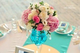Кристаллы и зеркала в ресторане «Ландскрона» | Decorsando.ru | Композиция из розовых гортензий и роз, ваза украшена кристаллами