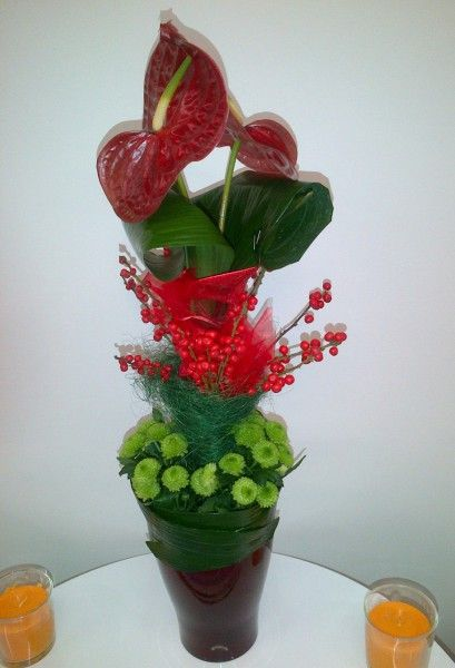Tall centerpiece - Anthurium, ilex, santini