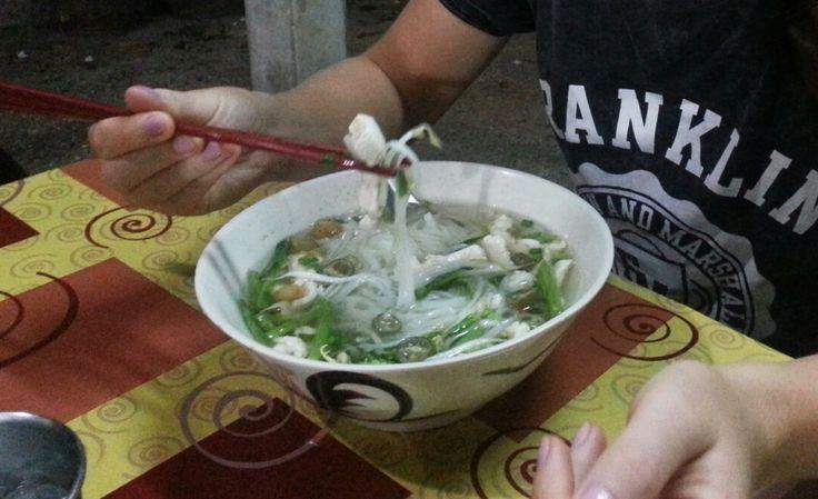 Zupa tajska z nudlami i kurczakiem