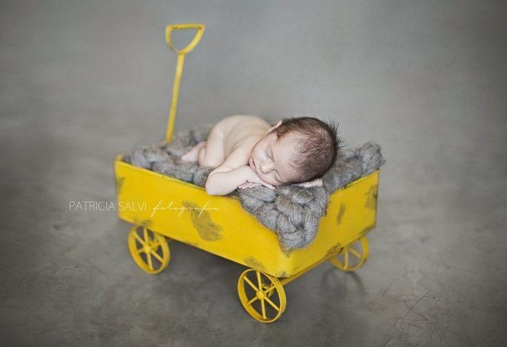 Carrinho de ferro estilo vagão para sessão newborn e bebê
