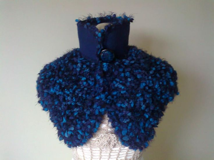 Wool cape and fabric handmade in shades of blue (Capa de lã e tecido feita à mão em tons de azul)  Visit acucena.doce@gmail.com