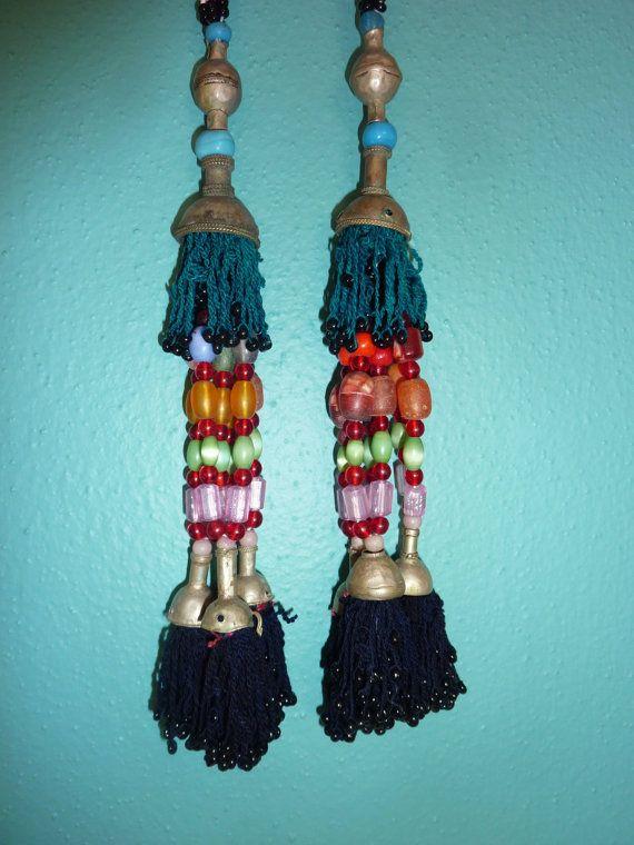 Lange Tribal-Quasten vintage 1 Paar von neemaheTribal auf Etsy
