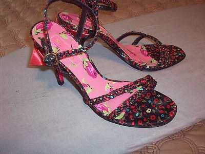 **BETSEY Johnson** (7M) RED/Black FLORAL Strappy High Heels, W/Red BOW Trim, EUC