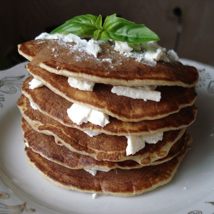 Low calorie oatmeal pancakes with feta cheese!