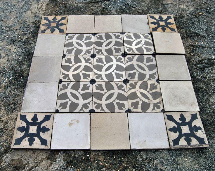 Carpet for kitchen Alfombra hecha con baldosa hidráulica recuperada. Medidas 1 x 1 metro. Se pueden hacer de cualquier medida. Precio 150 euros.