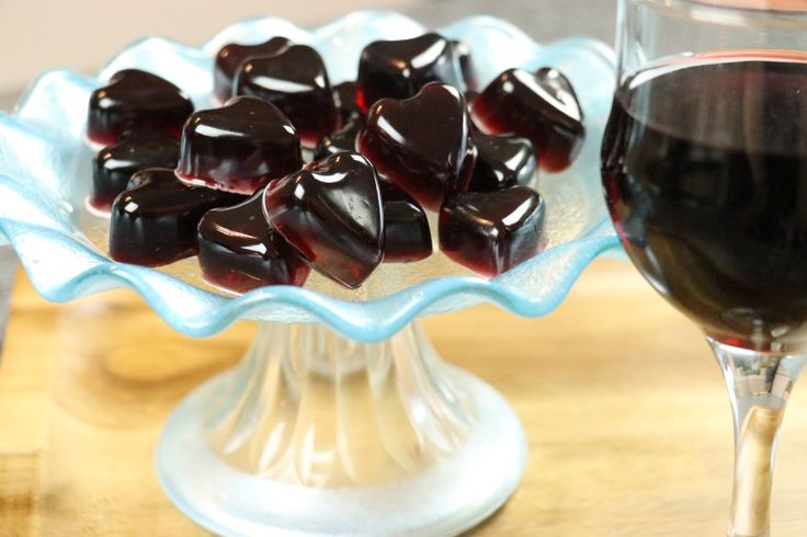3 Ingredient Red Wine Gummies - http://m.forkly.com/recipes/3-ingredient-red-wine-gummies/