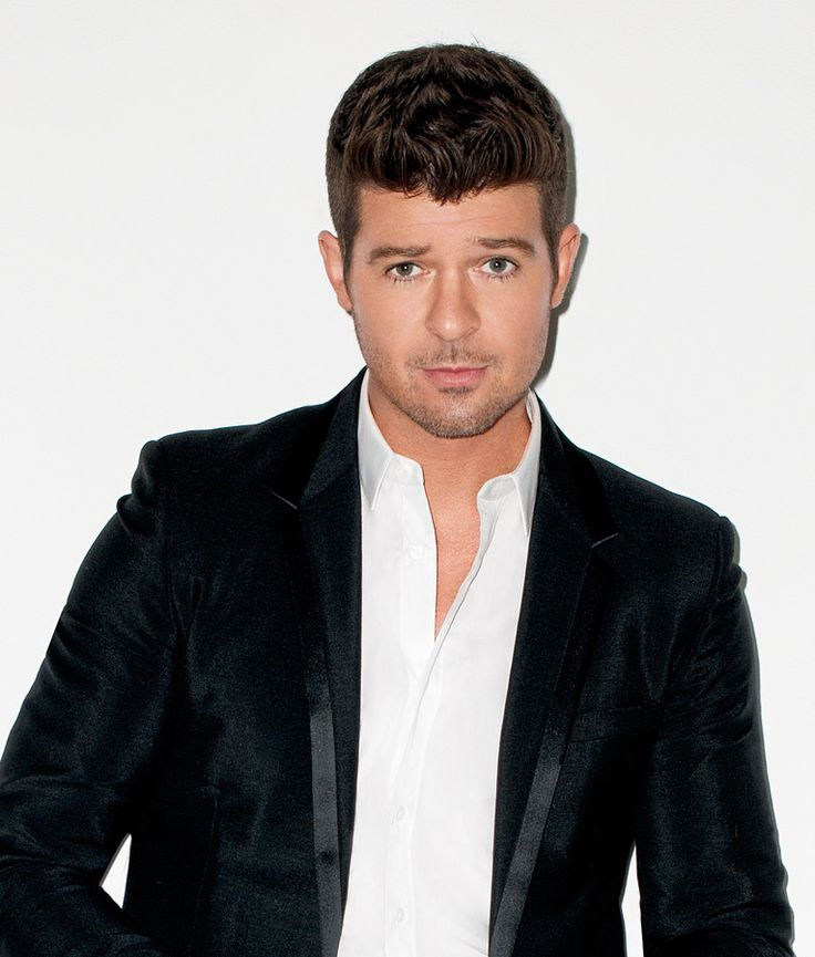 Robin Thicke supporting maroon 5