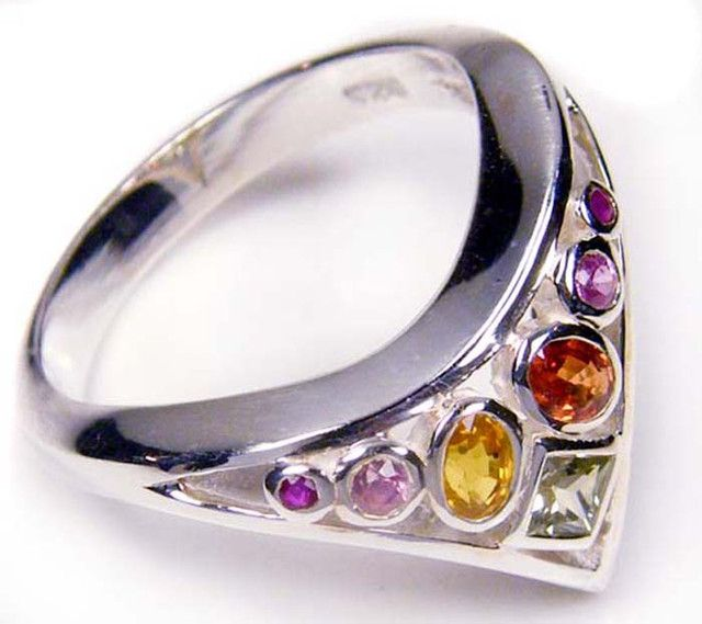 PARTY SAPPHIRES IN STERLING SILVER RING SIZE 8.5  GTJA34  AUSTRALIAN PARTY SAPPHIRES GEMSTONE RING SET JEWELLERY FROM GEM TRADERS,AT GEMROCKAUCTIONS