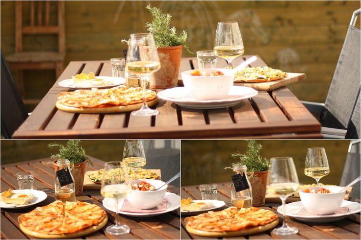 Domácí balkánský sýr:   250g tvrdého tvarohu   1 litr vody   35g soli     Tvaroh položte do uzavíratelné misky, zalijte slanou vodou ...