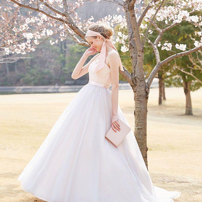 カラードレスNo. DBC-053 –ピンク・フェミニンドレス・レンタル/ドレスベネデッタ(名古屋市栄)カラードレスコレクション。グレーを織り交ぜたニュアンスピンクのカラードレス。甘すぎない大人可愛いカラードレスで、特別な日を私らしく彩る。