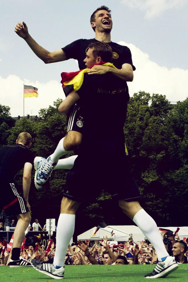 Thomas Müller getting carried away by Manuel Neuer