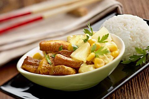 Kurczak curry z ananasem w orientalnym stylu