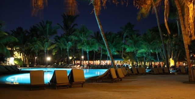 Pool at night..Le Cannonier..