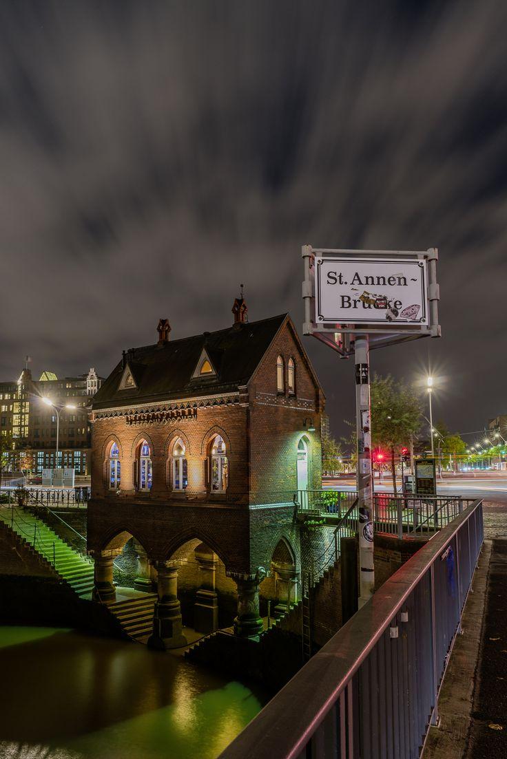 Hamburg Foto das Fleetschlösschen an der St.Annen-Brücke | Bildschönes Hamburg