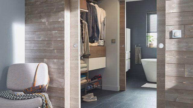 1000 id es sur le th me salle de bains lambris sur pinterest serre salle de bains en granit. Black Bedroom Furniture Sets. Home Design Ideas