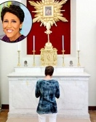 Robin Roberts prays for fans that prayed for her.