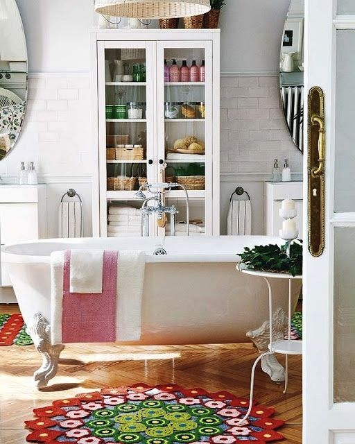 Am committed to having a very large and lovely bathroom with a clawfoot bath at some point in my life! ;)