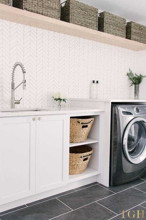 Best 25 laundry room design ideas on pinterest laundry for Open shelving laundry room