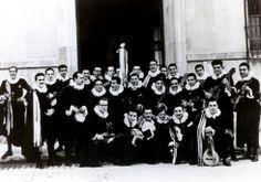 La Tuna de Distrito en la Puerta de la Universidad de Murcia (Año 1954). (Claustro de La Merced)