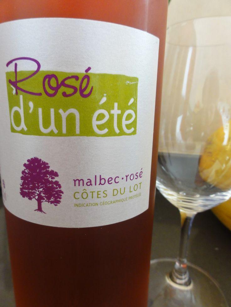 L'été on aime bien les rosé, celui ci vient du Lot, de la région de Cahors, C'est notre rosé d'un Eté au cépage Malbec. #rose #verre #vin #bouteille #riedel #malbec #cepage #cahors #lot #sudouest #closduchene #caveosaveurs