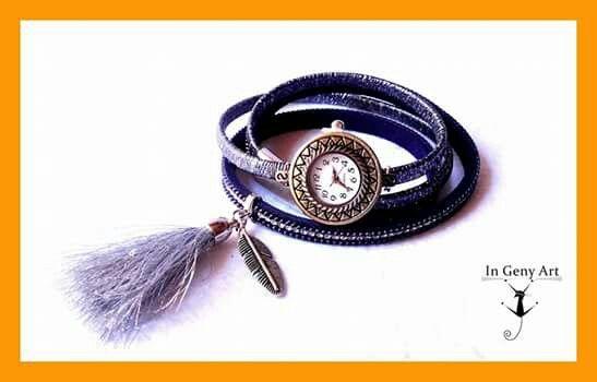 Reloj pulsera doble en antelina gris y azul con strass, charm en forma de hoja y tassel plateado.