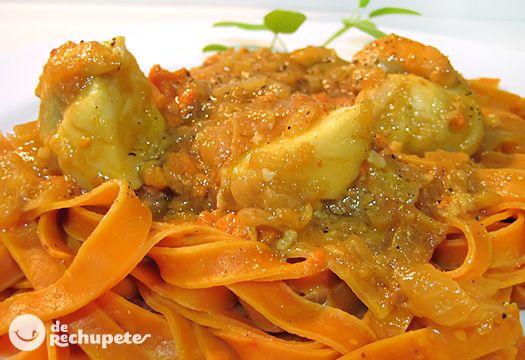 Tallarines con salsa de vieiras http://www.recetasderechupete.com/receta-de-tagliatelle-rosso-con-salsa-de-vieiras-al-albarino/983/ Fusión de la mejor pasta italiana y las vieiras gallegas :-)