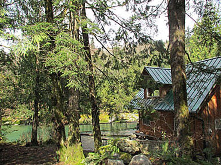 Vacation Cabin Rental in Washington | Pet Friendly Lodging Getaway | Blue River Cabin