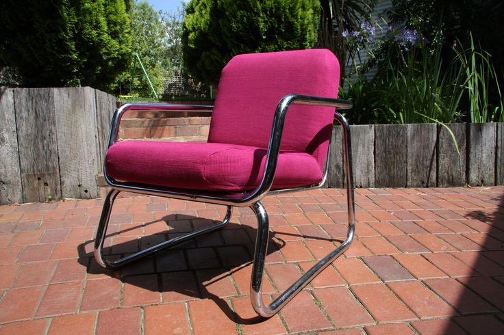 From tired vinyl to hot in pink - SMAD brought this chair back to life.