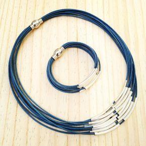 Conjunto de collar y pulsera con tubos plateados y cierre de imán de acero inoxidable. #collares #pulseras #algodon ##plata #iman #aceroinoxidable