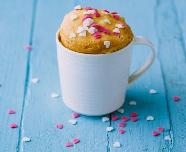 La torta in tazza light è un dolce semplice e sfizioso, potete prepararlo al microonde ed è pronto in meno di 5 minuti. Dolce senza latticini.