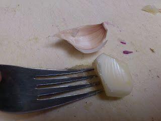 Over (h)eerlijk koken.: Kook trucje knoflook pers.