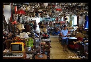 Papaya Vintage Shop   Bangkok Blog - Krungthep101. wow! love the gr lamp shade