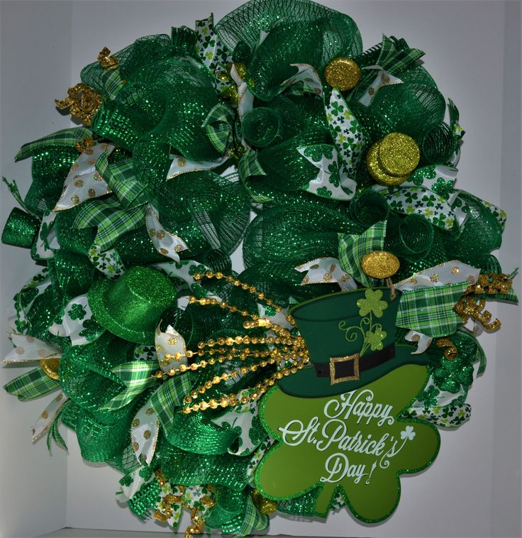 Lucky Shamrock Wreath, St Patrick's Day Wreath, Irish Decorative Door Wreath, Green and Gold Wreath. by WhovilleMercantile on Etsy