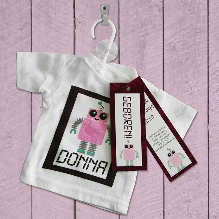 Laat een mini t-shirtje bedrukken als geboortekaartje voor je zoontje of dochtertje.  Dit zal zeker blijven hangen! Er zijn diverse mogelijkheden. Bekijk de website voor meer informatie: http://www.originelegeboortekaartjes.nu/geboortekaartjes/geboortekaartjes-mini-t-shirt/   geboortekaartje | shirt | meisje | uitnodiging