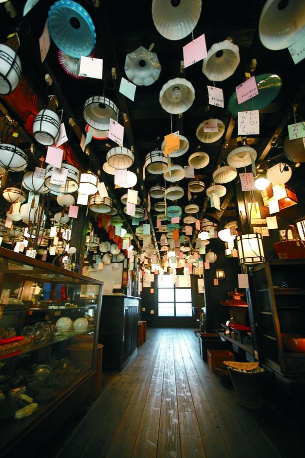 大正15年に建てられた町家を改装した照明屋さん「タチバナ商会」