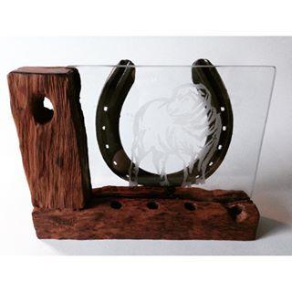 Portalápices y portapapeles con grabado en vidrio.