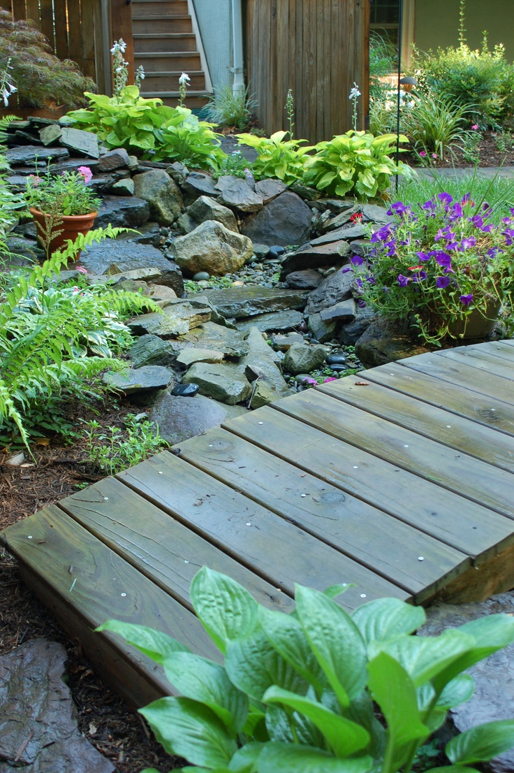 How to decorate the yard To show sharpness