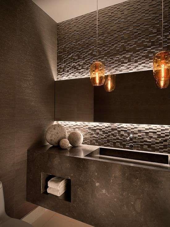 Bagno moderno con illuminazione a sospensione - Lampade sospese eleganti per il bagno arredo moderno.