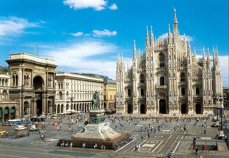 Catedral de Milán (Duomo) y Plaza, Milán, Italia.