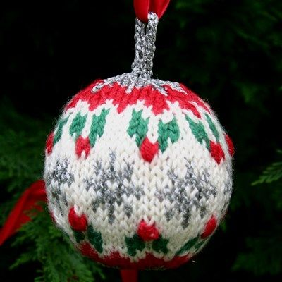 Knitting Pattern For Christmas Baubles : Knitted Christmas Balls....FREE! Christmas Pinterest