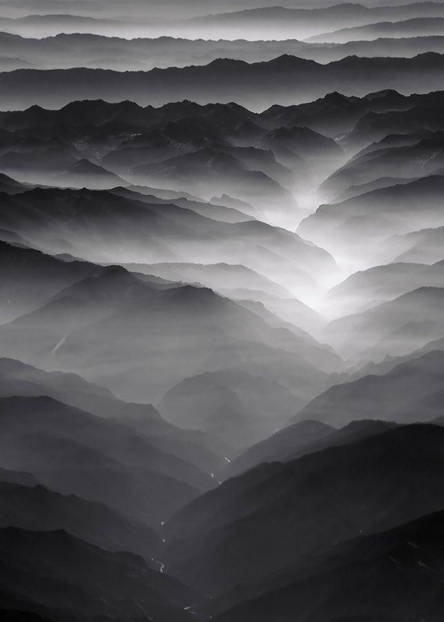 Nero , mountain , fog , dark , black , photography ♥ Seguici su www.reflex-mania.com/blog