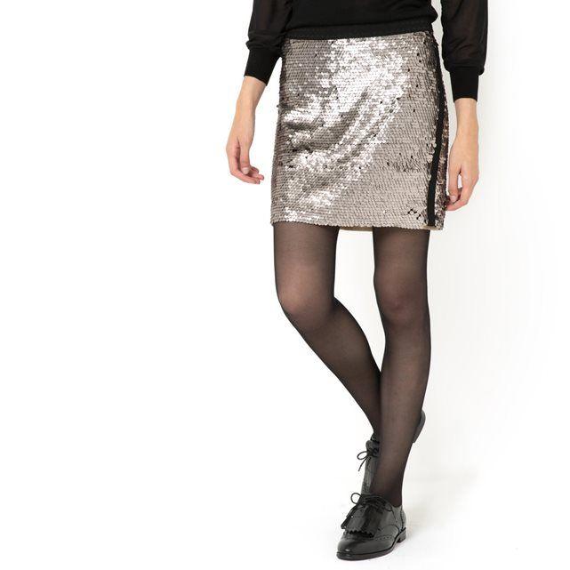 Falda con lentejuelas, Soft Grey SOFT GREY: precio, comentarios y disponibilidad. Forma recta y cintura elástica. Lentejuelas brillantes de color dorado 95% poliéster y 5% elastán. Forro 100% algodón. Largo 39 cm.