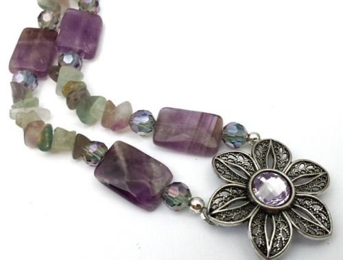 Fluorite and Amethyst Flower Necklace by shinycatcreations http://ift.tt/2lSE7nd Free eBook at http://ift.tt/219cweU with easy jewelry making projects.  Fluorite and Amethyst Flower Necklace by shinycatcreations ...