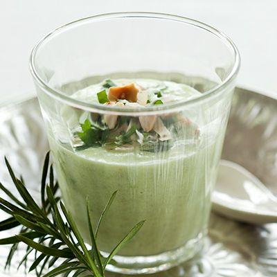 Voorbereiding Pel en snipper de ui fijn. Schil de gemberwortel en rasp de gember fijn. Maak de spruitjes schoon en halveer deze. Bereiding Verhit de olijfo