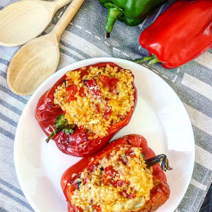 Per pranzo o cena, questi peperoni ripieni di riso sono un ottimo piatto unico adatto per ogni stagione. Saporiti e profumati piaceranno proprio a tutti!