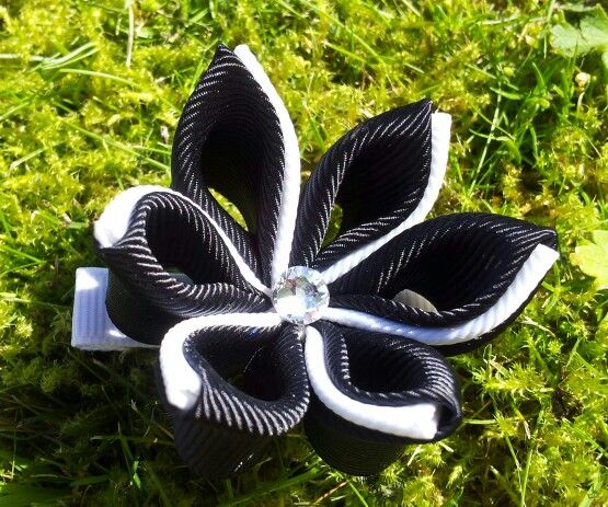 Kanzashi flower hair alligatorclip made by me