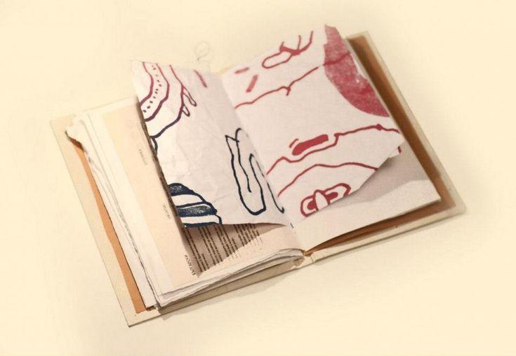 """Nascono dai sacchetti delle panetterie e dalle buste postali, ma anche dalle confezioni degli abiti usate nelle boutique più eleganti e dalla carta da imballaggio. E hanno tutti una caratteristica fondamentale: sono """"realizzati scrupolosamente riciclando carta trovata in giro"""". So"""